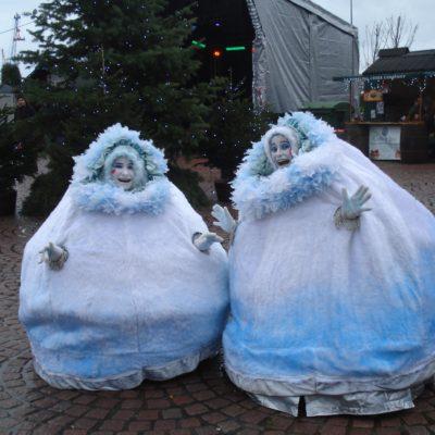Roving Snowballs